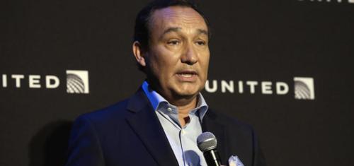 giám đốc United Airlines phát biểu