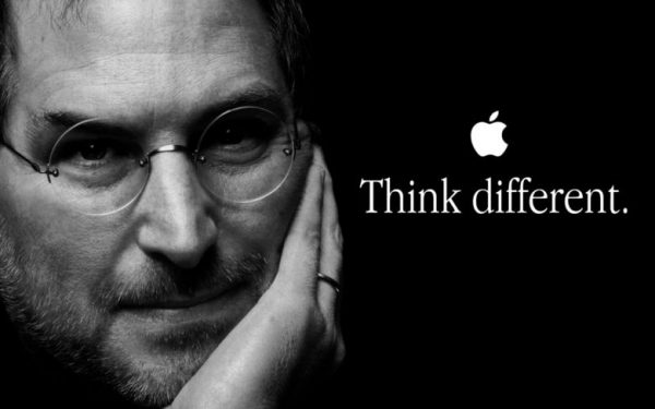 tagline think different của Apple