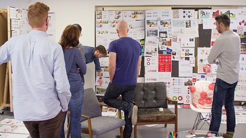 thách thức của airbnb rebrand