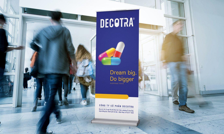 thiết kế Standee dược Decotra 1